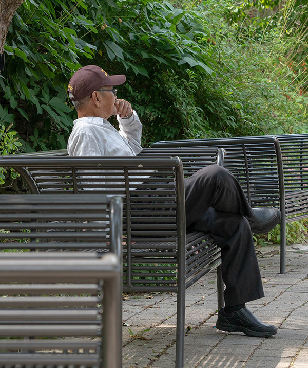 man-sitting-on-bench-3673519_1920-pixabay